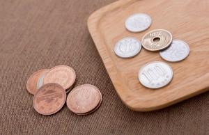 トレイの小銭