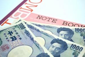 千円札とノート