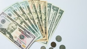 ドル紙幣と硬貨